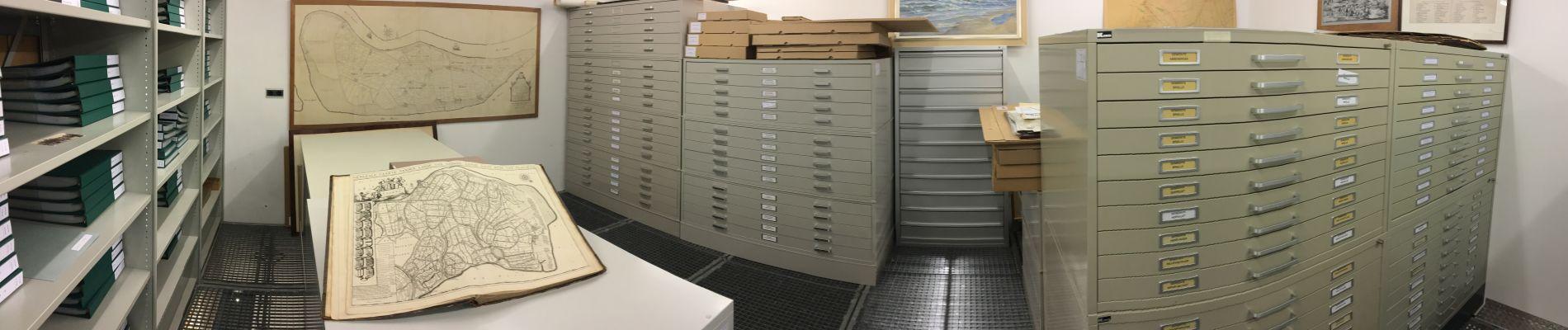 Naast archieven liggen hier duizenden kaarten en prenten